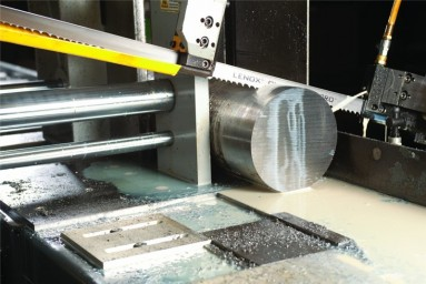 Cutting metal on automatic band saw 0