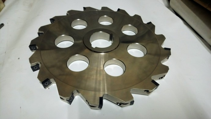 Milling cutters, grooved with interchangeable carbide inserts